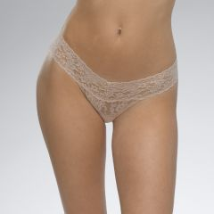 HANKY PANKY SIGNATURE LACE LOW RISE THONG IN CHAI