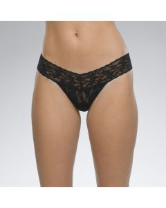 HANKY PANKY SIGNATURE LACE LOW RISE THONG IN BLACK