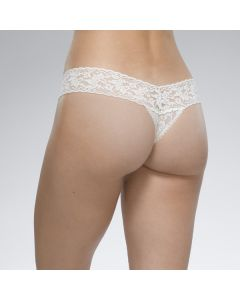 HANKY PANKY SIGNATURE LACE LOW RISE THONG IN WHITE